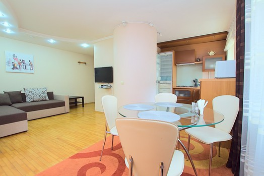 Apartment for rent in Chisinau city center: 2 rooms, 1 bedroom, 48 m²