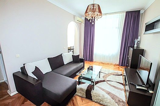 Apartment for rent in Chisinau on main boulevard: 2 rooms, 1 bedroom, 53 m²