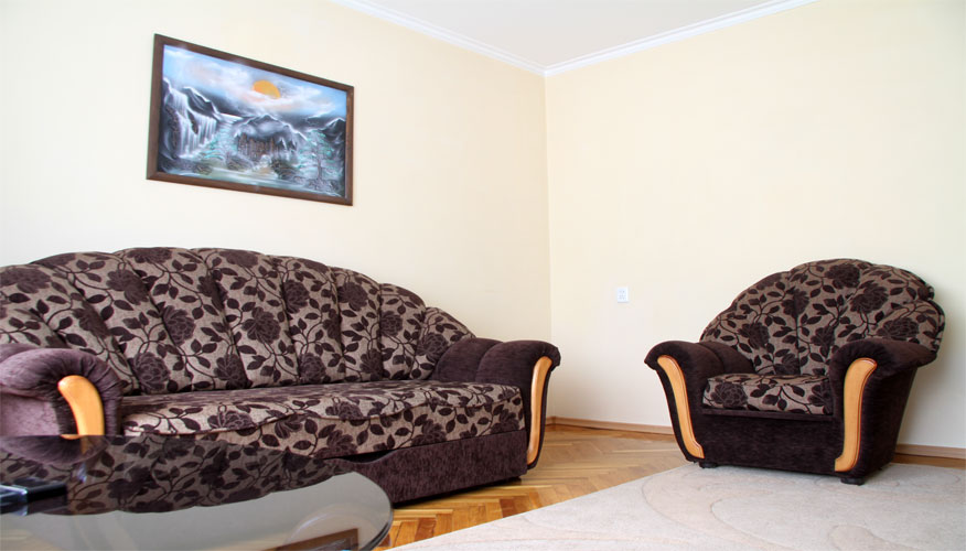 4RoomsAPTRENTinChisinau1 (2).jpg