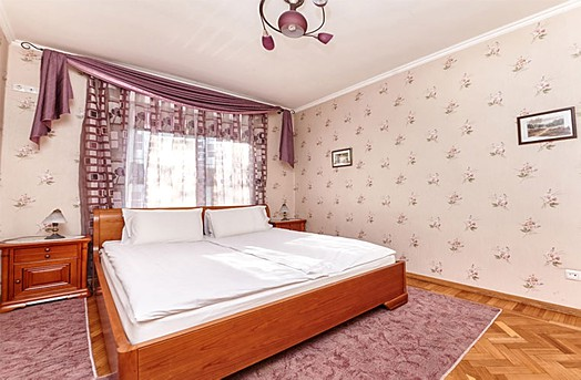 Luxury rental with jacuzzi in Chisinau: 3 rooms, 2 bedrooms, 75 m²