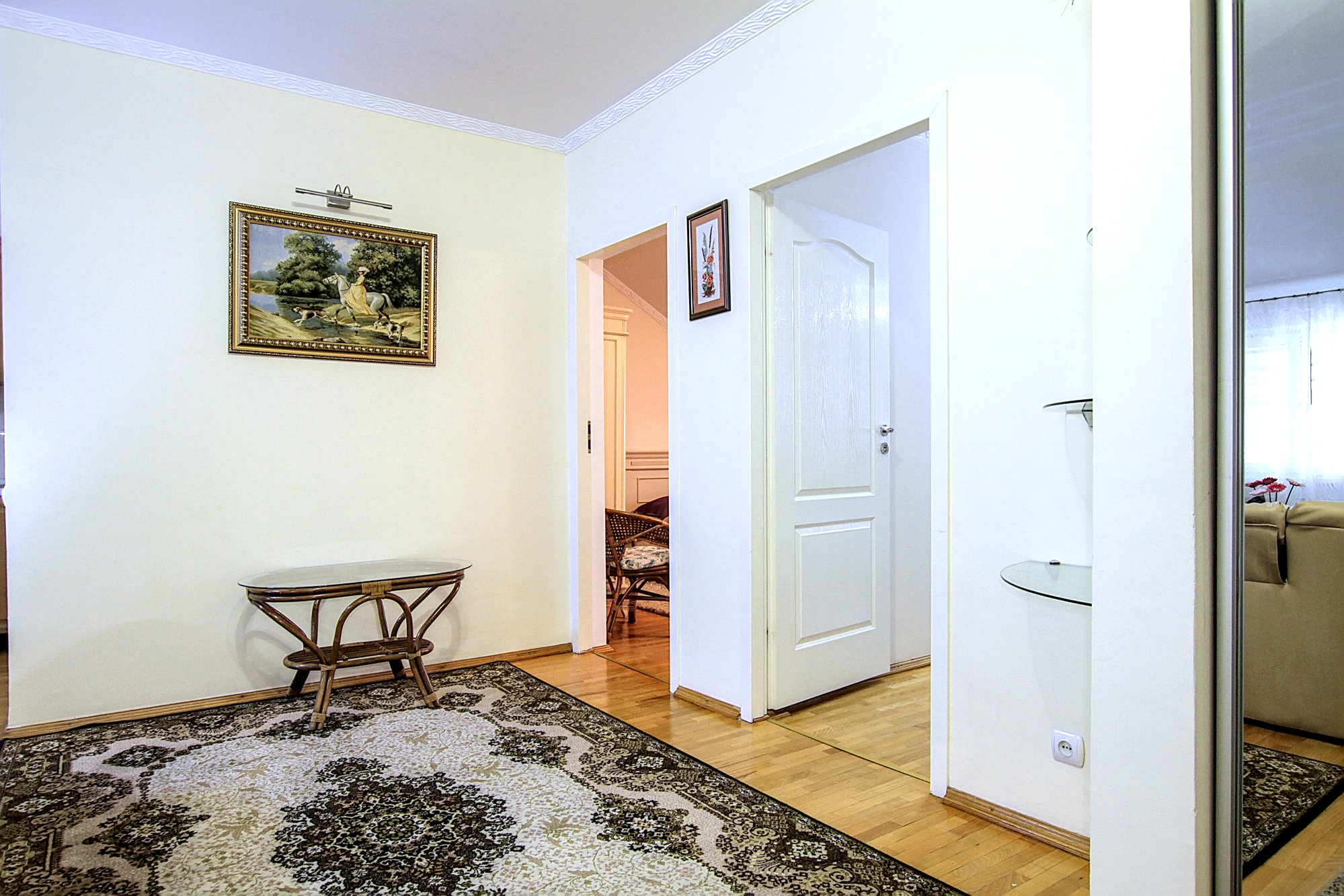Large Central Apartment is a 3 rooms apartment for rent in Chisinau, Moldova