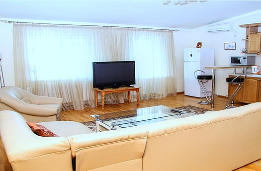 Rent apartment in Chisinau center with terrace: 3 rooms, 2 bedrooms, 67 m²