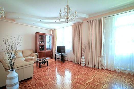 Luxury rent in an elite building in Chisinau center: 3 rooms, 2 bedrooms, 120 m²