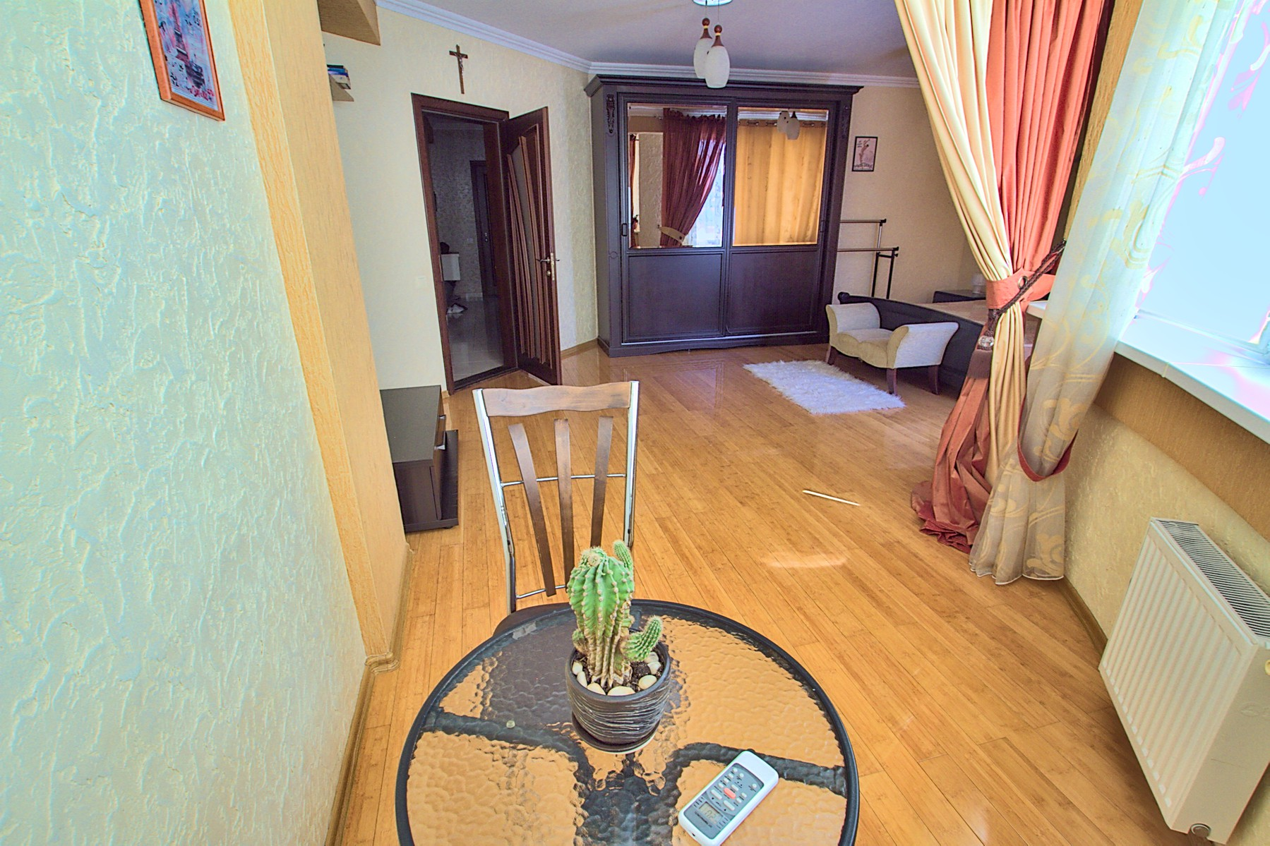 Deluxe Center Apartment is a 3 rooms apartment for rent in Chisinau, Moldova