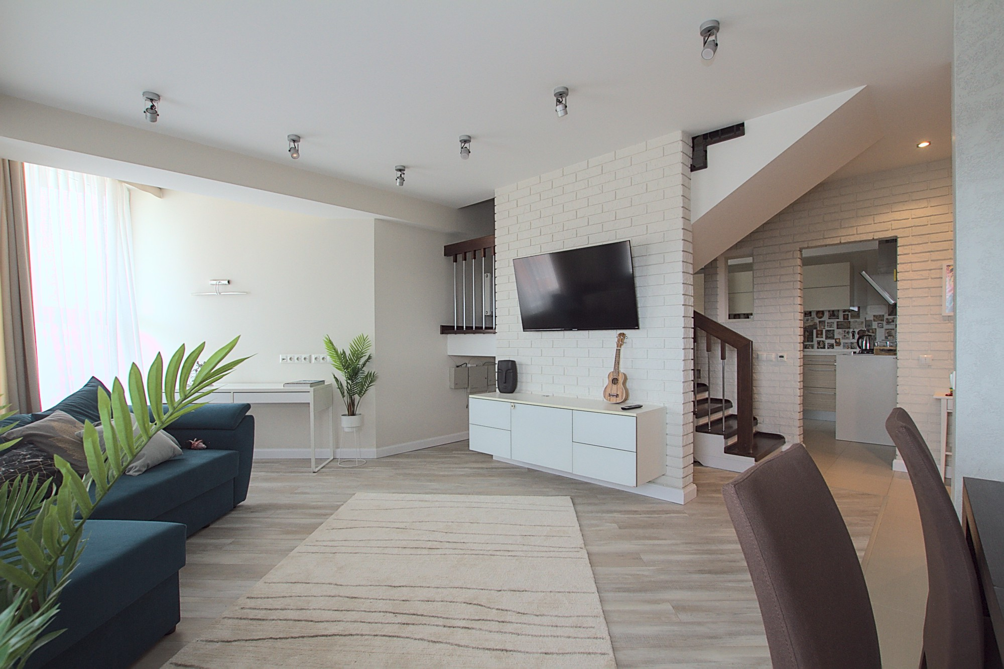 Penthouse apartment for rent in Chisinau: 3 rooms, 2 bedrooms, 130 m²